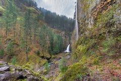 Wahclella nedgångar i Oregon från över Royaltyfria Bilder