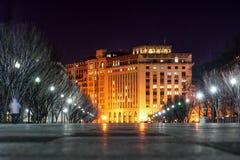 WAHINGTON, D C - 2014年1月09日:华盛顿都市风景 低角度照片 长期风险 种族分界线晚上摄影 免版税库存图片
