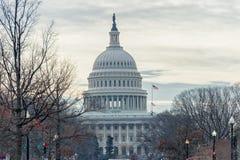 WAHINGTON, D C - 10 JANUARI, 2014: Washington Cityscape en Capitool op Achtergrond Royalty-vrije Stock Foto's