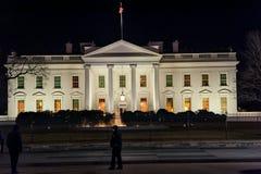WAHINGTON, D C - 09 JANUARI, 2014: Wit Huis bij nacht Met Politieman in voorgrond Royalty-vrije Stock Fotografie