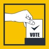 Wahl - Hand wirft Abstimmungsbulletin Lizenzfreie Stockbilder