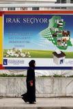 Wahlkampagnenplakate im Irak Stockbild
