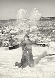 Wahnsinnige werfen den weißen Schnee, farblos Lizenzfreie Stockfotos