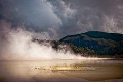 Wai-o-Tapu, zona vulcânica de Rotorua imagens de stock royalty free