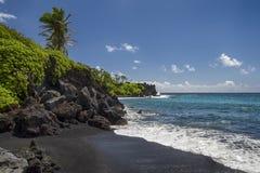 Waianapanapa stanu park, czarna piasek plaża Maui, Hawaje Zdjęcia Stock