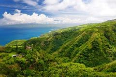 从Waihee里奇足迹、俯视的Kahului和Haleakala看的惊人的风景视图,毛伊,夏威夷 库存照片