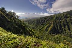 Waihee里奇足迹,在看Kahului和Haleakala,毛伊,夏威夷 免版税库存图片