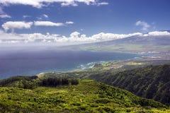 Waihee Ridge Trail, über dem Schauen von Kahului und von Haleakala, Maui, Hawaii Lizenzfreie Stockbilder
