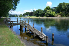 Waikatorivier die door Hamilton, Nieuw Zeeland overgaan Stock Foto's