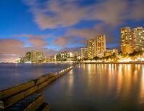 Waikiki bij nacht Stock Afbeeldingen