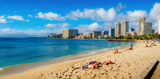 Waikiki plaża przy midday zdjęcia stock