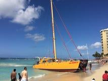 Waikiki plaży żagla łódź Obrazy Royalty Free