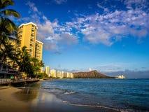 Waikiki-Strand bei Sonnenuntergang Stockfotografie