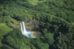 Wailua瀑布,有彩虹的考艾岛 免版税库存图片