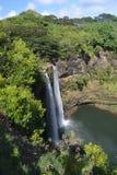 Wailua baja cascada hawaiana Imagenes de archivo