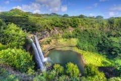 Wailua cai cachoeira havaiana Imagem de Stock Royalty Free
