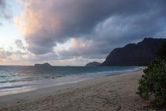 Waimanalo plaża przy świtem Zdjęcia Royalty Free