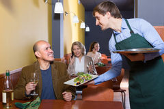 Waiter and mature man in restaurant Royalty Free Stock Images
