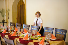 Waiter near the table with food Royalty Free Stock Images
