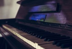 Waiting for a musician. An old and broken piano waiting for someone to make it playable again Royalty Free Stock Photo