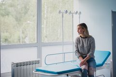 Free Waiting Patient. A Woman Waiting For Medical Examination By Sitting On Treatment Couch Royalty Free Stock Photography - 136635877