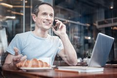 Cheerful male person speaking per telephone Stock Photo