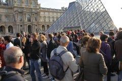 Waitng de visiteurs pour l'entrée d'auvent images stock