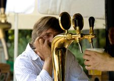 Waitng pour la bière Photo stock