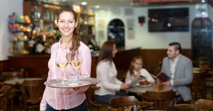 Waitress and happy family Royalty Free Stock Images