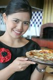 Waitress with pizza Royalty Free Stock Images