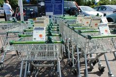 Waitrose shoppingspårvagnar, Kent Royaltyfri Foto