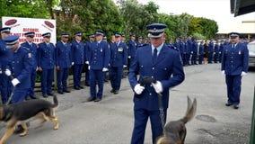 Waiuku, Auckland, Nowa Zelandia, 09 12 2016 Strzał pogrzeb z policją, psy, motocycles zbiory wideo