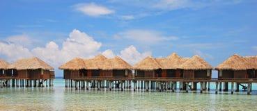 Wakacje życie czas na Overwater bungalowie zdjęcia stock
