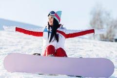 Wakacje brunetka z snowboard obraz royalty free