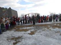 Wakacje grodzka spacer zima i spotkanie skaczemy obrazy royalty free