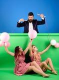 wakacje i lala przewaga i zależność rocznik mody kobiety kukiełkowe i mężczyzna Gospodyni domowa kreatywnie pomysł Miłość retro zdjęcia stock