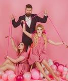 wakacje i lale przewaga i zależność rocznik mody kobiety kukiełkowe i mężczyzna kreatywnie pomysł Trójkąt miłosny retro obraz stock