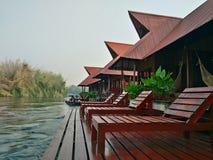Wakacje przy brzeg rzeki w atrakci turystycznej Tajlandia Zdjęcie Stock