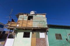 Wakacji domy z obwieszeniem odziewają w Mancora, Peru Fotografia Stock