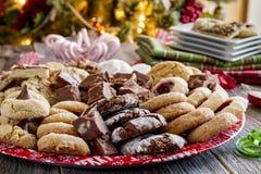 Wakacyjna ciastko prezenta taca z Asortowanymi Piec towarami zdjęcie royalty free
