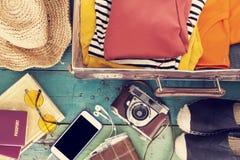 Wakacyjna walizka Zdjęcia Royalty Free