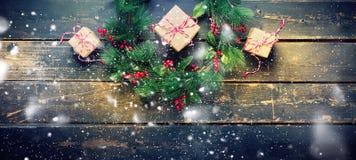 Wakacyjnego boże narodzenie wianku rysunkowy opad śniegu Fotografia Royalty Free