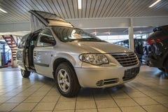 Wakacyjnego samochodu Chrysler voyager 2006 uroczysta wolność 4 siedzenia Obrazy Royalty Free
