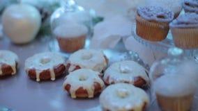 Wakacyjni cukierki i torty na tacy zbiory wideo