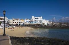 Wakacyjni producenci na wakacje na miasteczku wyrzucać na brzeg Corralejo Fuerteven Obrazy Stock