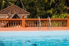 wakacyjny indyjski basenu kurortu dopłynięcie Fotografia Stock
