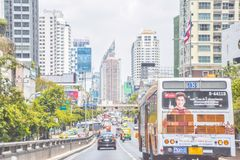 Wakacyjny ruch drogowy przy Pratunam terenem, Tajlandzki system transportu w Bangkok, Tajlandia: Maj 6 2019 zdjęcie royalty free