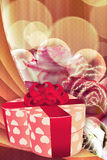 Wakacyjny tło z prezent różami i pudełkiem Obraz Royalty Free