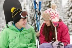 wakacyjnych gór narciarscy nastolatkowie dwa Fotografia Royalty Free