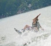 wakeboard en baisse de garçon Photos libres de droits